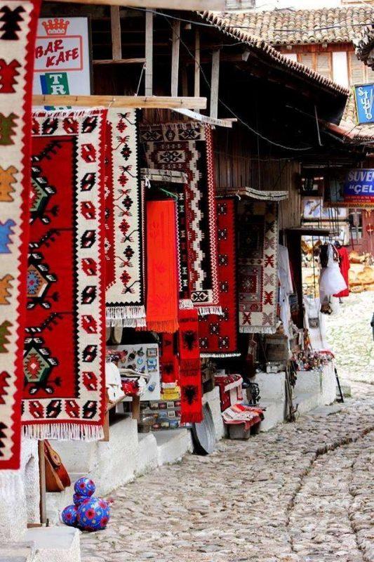 أفضل الهدايا من ألبانيا .. الهدايا التذكارية الفريدة التي يمكنك شرائها فقط من ألبانيا