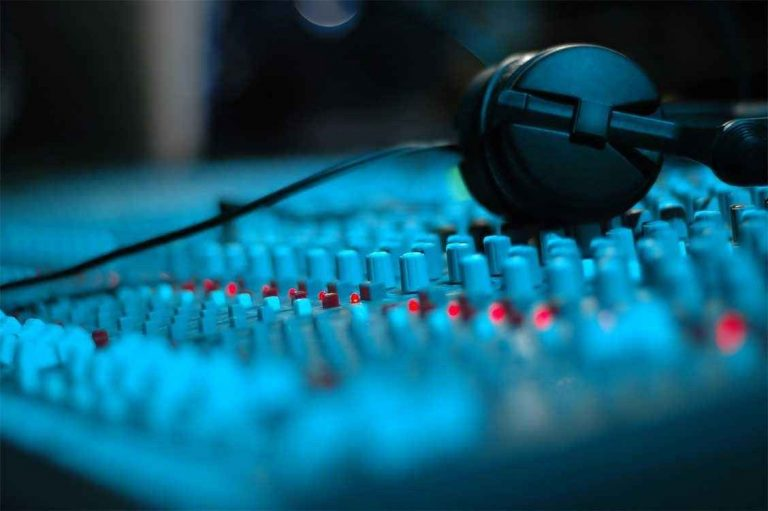 مصطلحات الصوتيات.. دليلك الكامل للتعرف على علم الصوتيات وأهم مصطلحاته