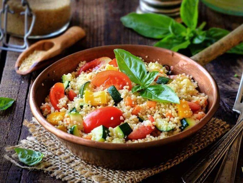 الأكلات المشهورة في الجزائر.. تعرف على أبرز 17 وجبة وحلوى منتشرة بالجزائر –