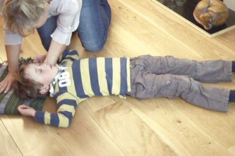 أسباب التشنجات عند الأطفال ..تعرف علي أسباب نوبات الصرع والتشنجات الحرارية