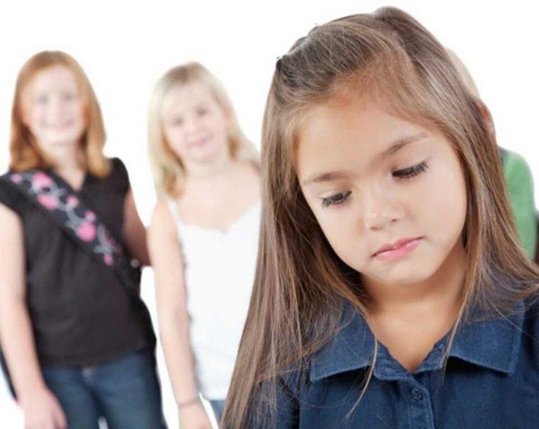 الخجل عند الأطفال… تعرف على كل ما يخص الخجل عند الأطفال وطرق علاجه