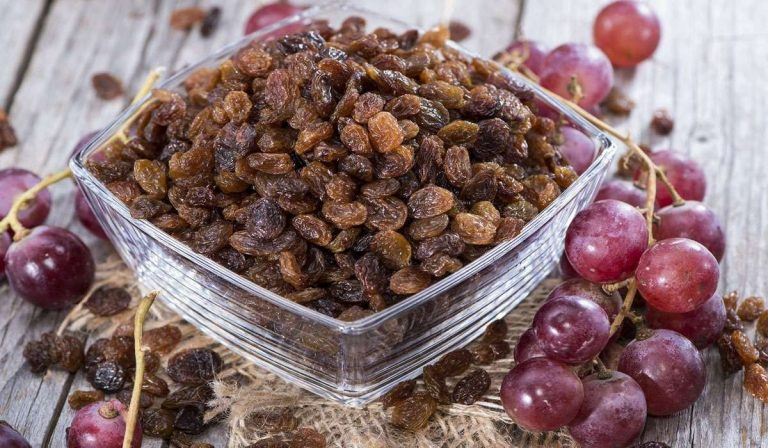 طريقة تجفيف العنب ليصبح زبيب وأهمية إستخدام الزبيب فى الطعام