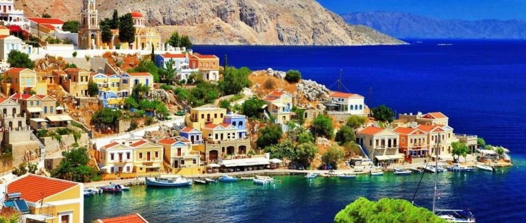السياحة فيجزيرة سيمي في اليونان .. تعرف على أجمل الأماكن السياحية فى جزيرة سيمى ..