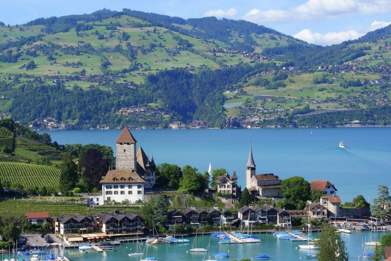 السياحة في سويسرا في شهر يونيو /  بحر المعرفة