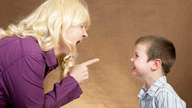 الصراخ علي الأطفال .. تعرف علي الآثار طويلة المدي للصراخ علي أطفالك –