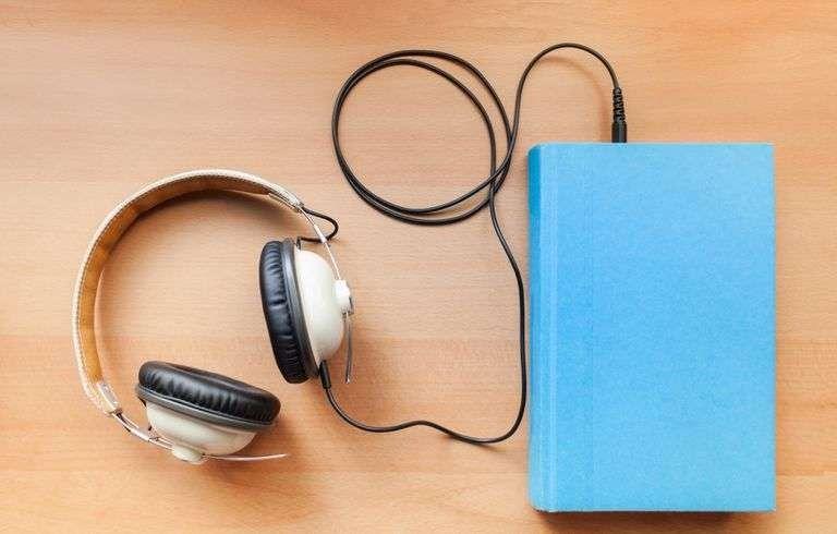 افضل برامج الكتب المسموعة… خمسة برامج عمليّة للاستماع إلى الكتب