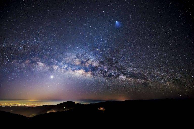 أفضل برامج الفلك للايفون – سبعة تطبيقات على الآيفون للاستمتاع بالسّماء ليلًا