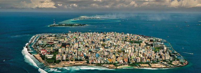عدد سكان جزر المالديف معلومات عن سكان جمهوريّة المالديف