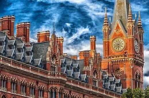 المدن السياحية في بريطانيا ذات طابع سياحي واحد أم متنوع
