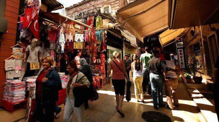 سوق محمود باشا في تركيا…أشهر الأسواق الشعبية حيث الماركات المحلية والعالمية..