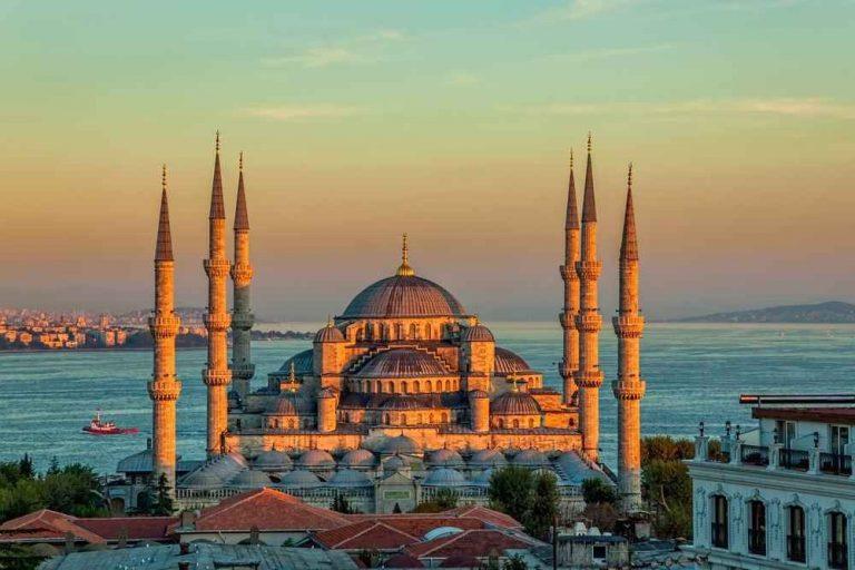 """مساجد تركيا اسطنبول..تعرف على أكبر المساجد على مستوى العالم بمدينة """"المأذنة"""".."""