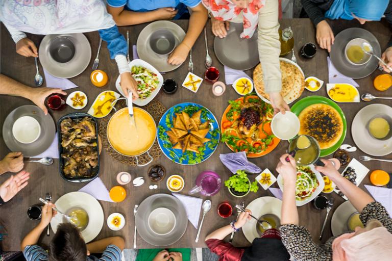 عادات وتقاليد الشعوب في الأكل