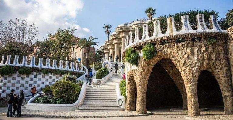 حديقة جويل ببرشلونة- تعرف على أهم الاماكن التي يمكن زيارتها في الحديقة وأهم الانشطة