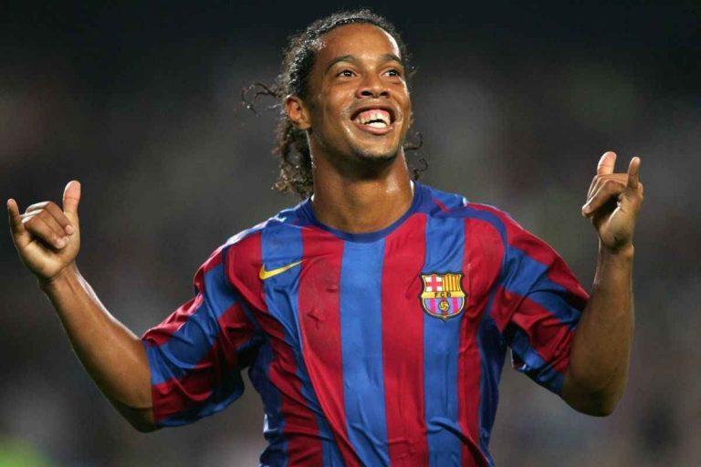 لاعب كرة القدم البرازيلي رونالدينيو .. تعرف على تفاصيل حياة رونالدينيو –