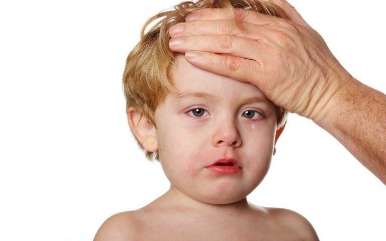 التهاب السحايا عند الاطفال .. تعرف علي أسبابه وطرق علاجه والأعراض المصاحبه له