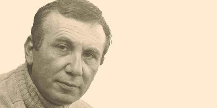 سيرة ذاتية عن الشاعر نزار قبانى.. تعرف على قصة حياته وكيف بدء مسيرته فى الشعر العربى