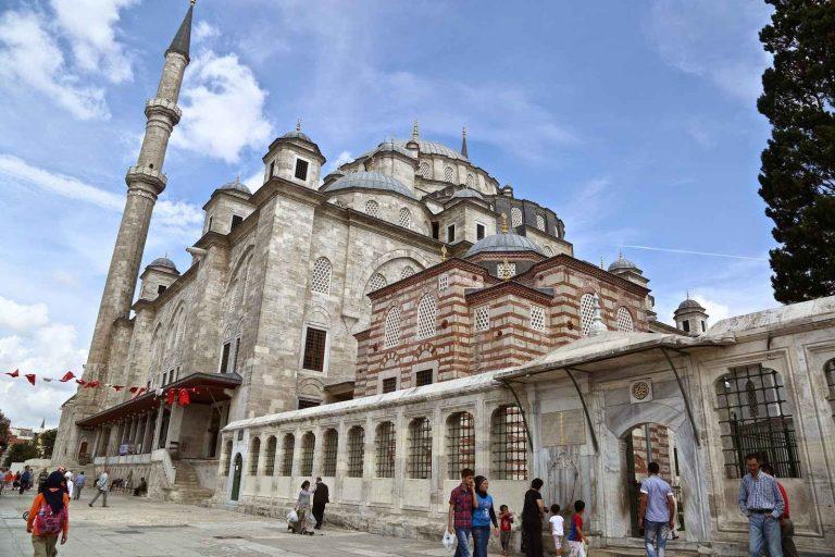 شارع الفاتح في اسطنبول ..أحد أجمل شوارع تركيا بمذاق التاريخ العثماني !