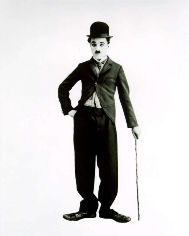 قصة حياة الفنان شارلي شابلن ..تعرف على ملامح السيرة الذاتية لأسطورة السينما الصامته