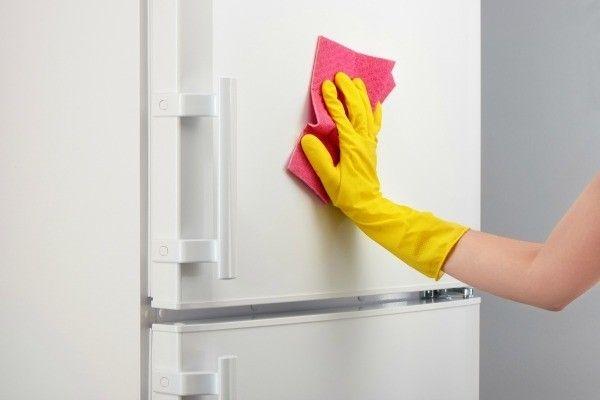 طريقة تنظيف الثلاجة .. تعلم كيف يتم تنظيف وتطهير ثلاجتك بكل سهولة في البيت وبدون مساعدة