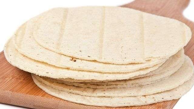 طريقة عمل خبز التورتيلا.. اكثر من طريقة بأكثر من حشوة شهية بالخطوات