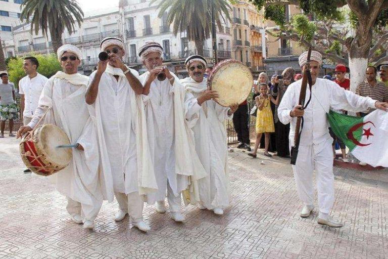 عادات وتقاليد الشعب الجزائري .. تعرف على أبرز عادات وتقاليد وأسلوب حياة شعب الجزائر