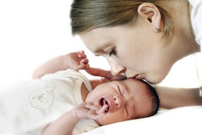 علاج الغازات عند الأطفال.. إليك عدة علاجات منزلية لعلاج مشاكل انتفاخ البطن عند الأطفال