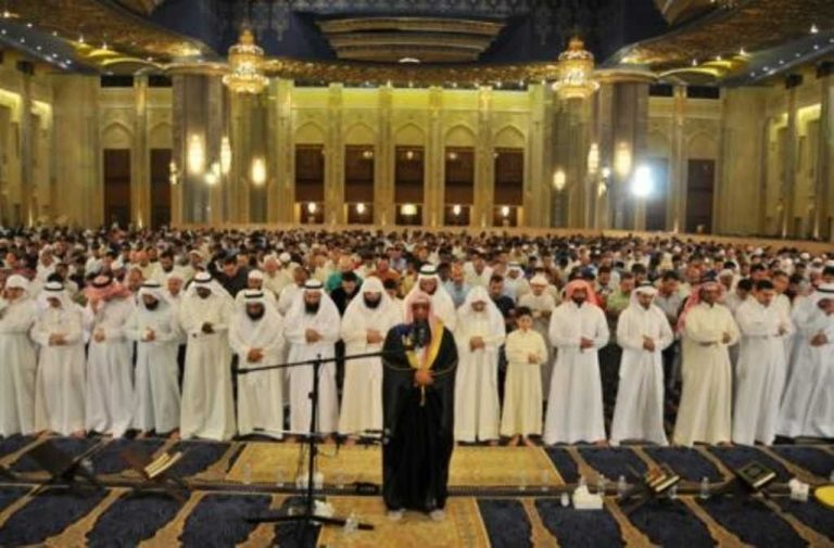 فضل صلاة الجماعة في المسجد وأهميتها.. تعرف على صلاة الجماعة بالمسجد وفضلها وأهميتها