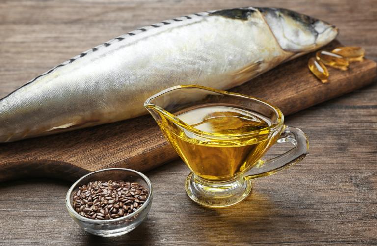 زيت السمك – مفيد جداً للقلب والأوعية الدموية ويُساعد على زيادة مُعدل المناعة