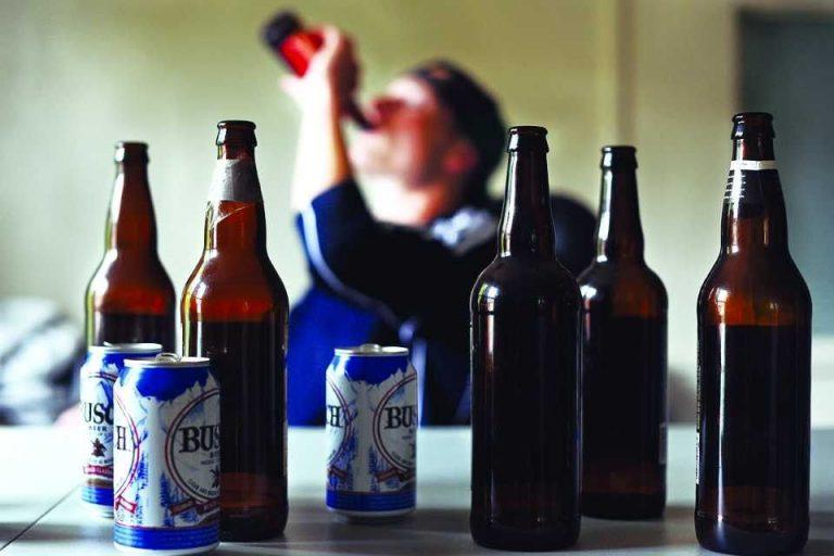 كيفية التعامل مع الزوج الذي يشرب الخمر .. 7 طرق للسيطرة على زوجكِ مدمن الخمور