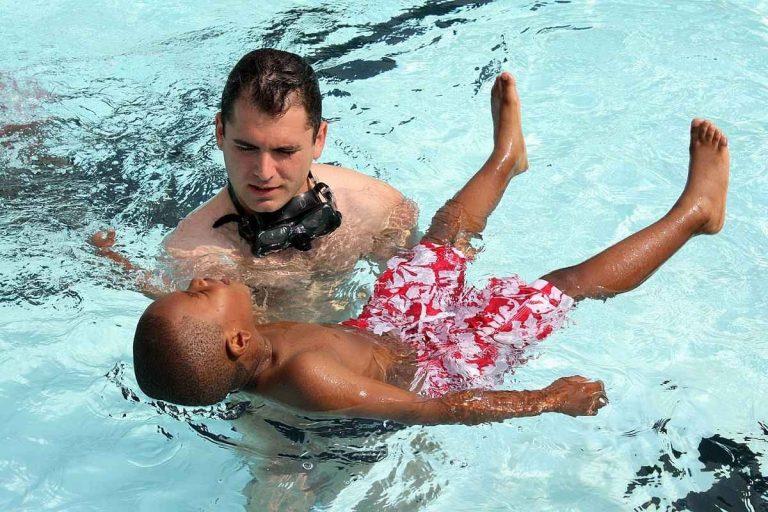 كيف أتعلم السباحة ؟