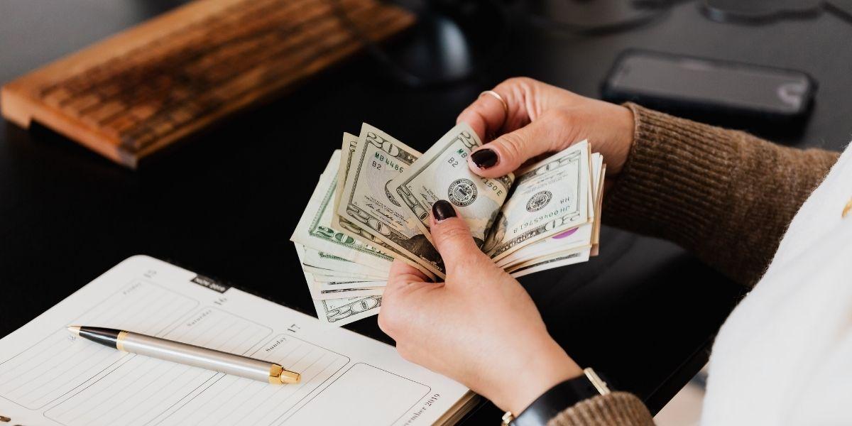 كيف استثمر مجموعة من الطلاب 5$ لكسب 650$ خلال 3 أيام فقط؟!