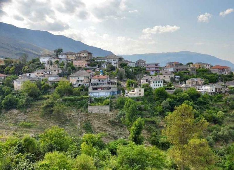 """افضل الانشطة السياحية في مدينة جيروكاسترا ألبانيا .. تعرف على مدينة """" المنحدرات """" .."""