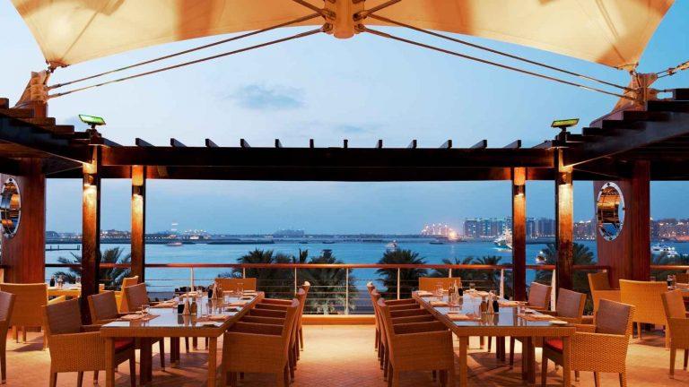 أجمل مطاعم الكويت على البحر لتناول وجبات عائلية شهية