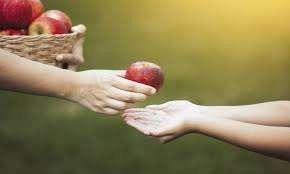 هل تعلم عن العطاء … طرق بسيطة لمساعدة الآخرين وفوائد صحية واجتماعية متعددة