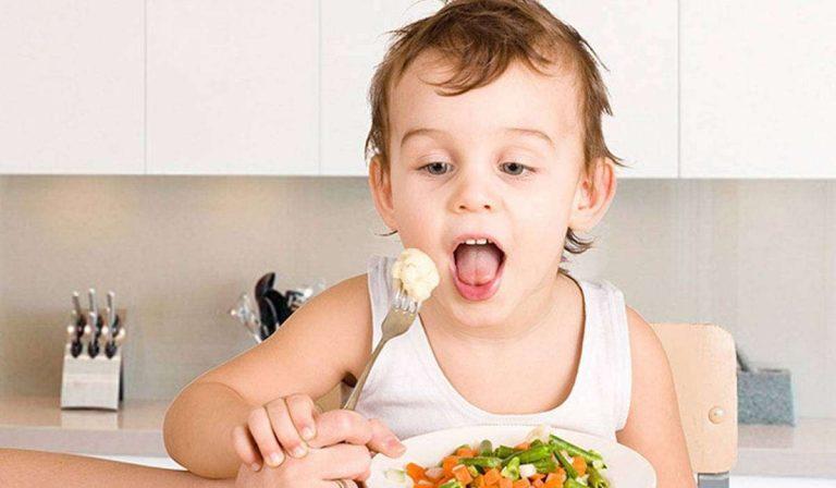 تعرف معنا على أهمية العذاء للأطفال وأهم العناصر العذائية /  بحر المعرفة