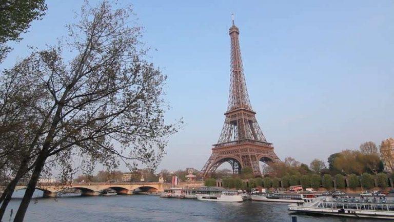 السياحة في فرنسا شهر أبريل