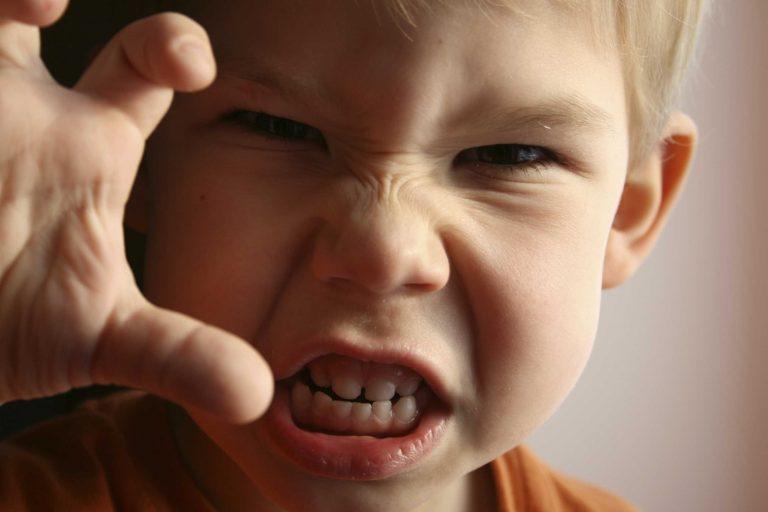 طرق التعامل مع الطفل الذي يضرب