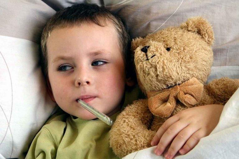 علاج سخونة الطفل