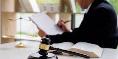 العمل في مجال القانون