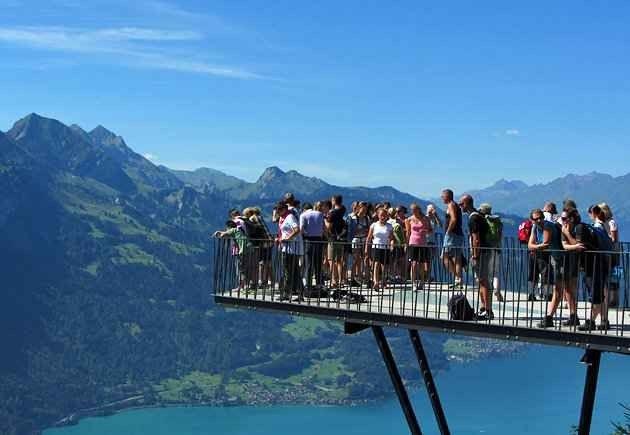 جولة سياحية ممتعة في انترلاكن | واحدة من أقدم المنتجعات السياحية في سويسرا