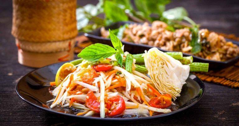 الأكلات المشهورة في تايلاند .. دليلك لأشهر الأكلات فى تايلاند ..