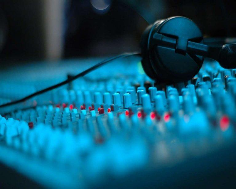 افضل برامج الراديو… أكثر من عشرين برنامج للراديو لأجهزة الكمبيوتر والآيفون والأندرويد