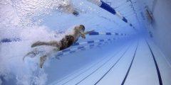 تفسير حلم السباحة في المنام او الحلم مع شخص