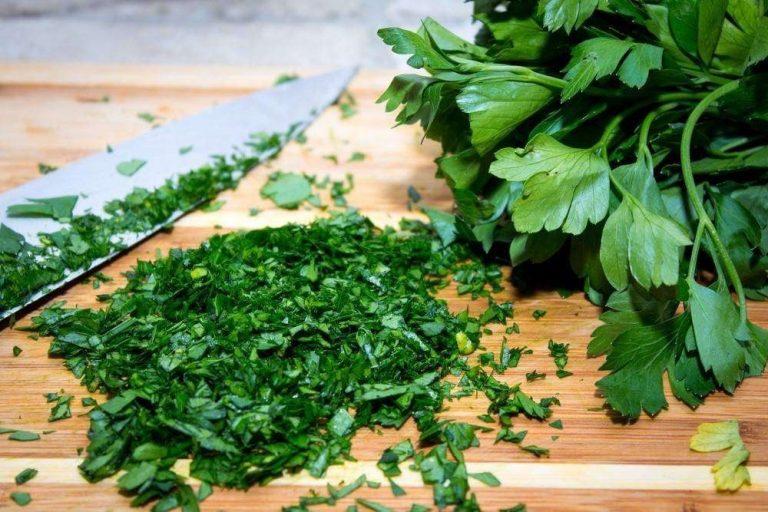 اكلات بالبقدونس…بعض الاكلات اللذيذة التي تستخدم فيها عشبة البقدونس /  بحر المعرفة