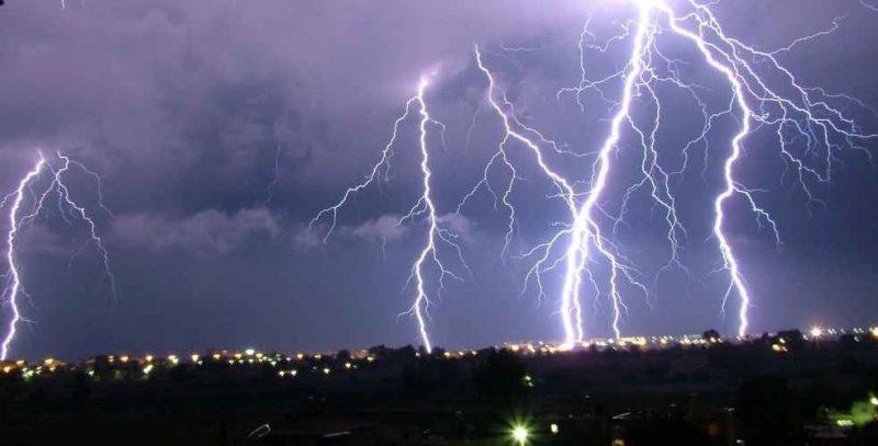 كيف يتكون البرق .. معلومات عن البرق ……………………………………….