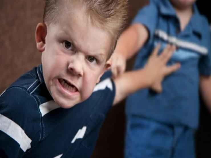 كيف أتعامل مع الطفل العنيد ؟ أساليب تساعدك في التعامل مع الطفل العنيد