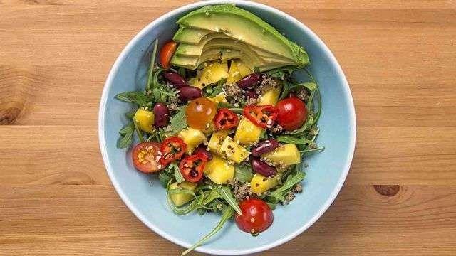 وصفات سلطات صحية ومتنوعة بالخضروات والفواكة ذات النكهات اللذيذة