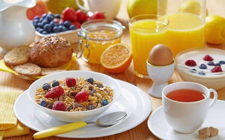 دليلك الكامل للتعرف علي أهم العناصر الغذائية للفطور الصحي /  بحر المعرفة