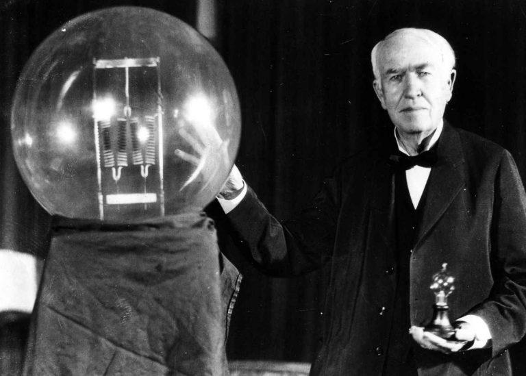 سيرة ذاتية عن توماس إديسون .. لمحات من حياة مخترع المصباح الكهربائي تعرف عليها