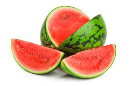 فوائد البطيخ الأحمر وأضرار الإفراط في تناوله